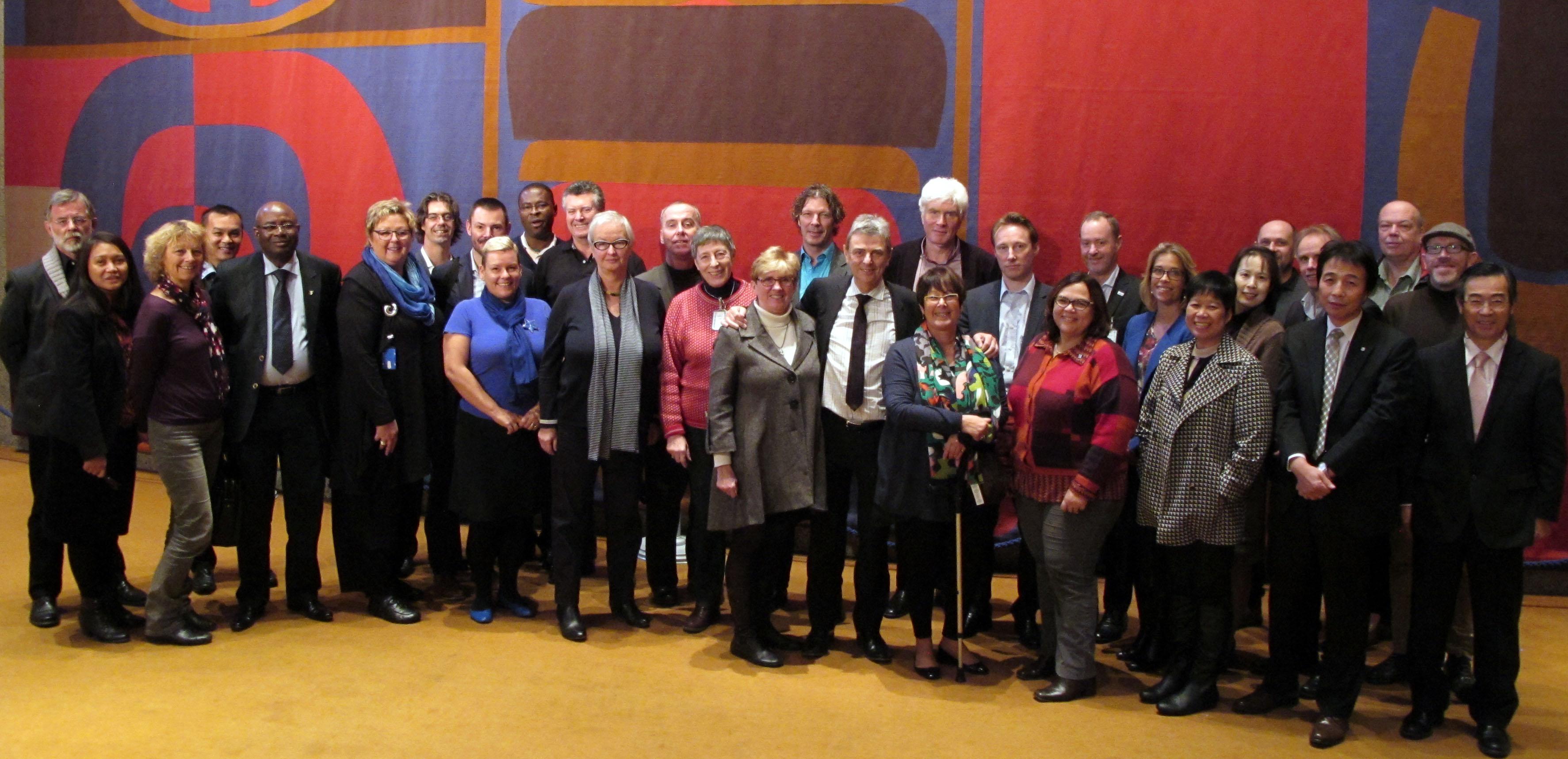 Les membres du Comité directeur de PSI et le personnel - novembre 2013