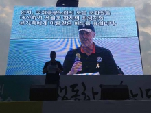 Deputy General Secretary David Boys delivering his speech at Seoul