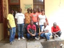 Trabajadores sanitarios de Liberia, entre ellos George Poe (izquierda) y Martha C. Morris (extremo derecho)