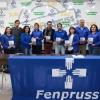 Les membres de la FENPRUSS posent avec le livret « La santé dont nous rêvons est possible. »
