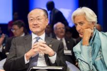 Reuniones anuales del Banco Mundial y el FMI de 2016. El presidente del Grupo del Banco Mundial Jim Yong Kim y la directora gerente del FMI Christine Lagarde. Fotografía: Simone D. McCourtie / Banco Mundial – Creative Commons